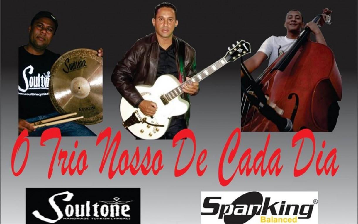 """Grupo de Instrumental """"Trio Nosso de Cada Dia"""" Apresenta-se no Projeto Dia da Música Livre"""